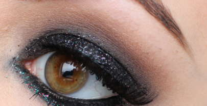 Un regard glamour et chic, le smoky eyes