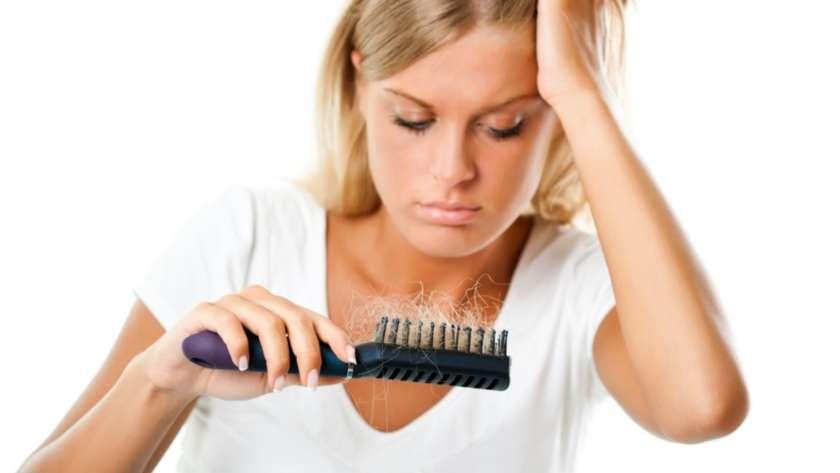 Lutter efficacement contre la chute des cheveux au naturel